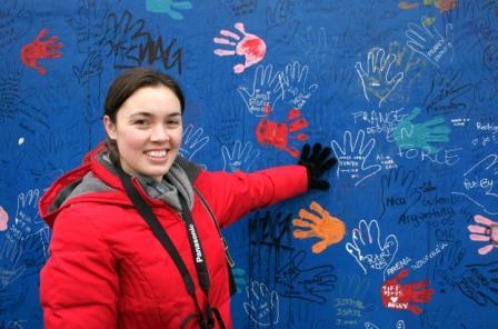 Danielle Orner '06 at the Berlin Wall.