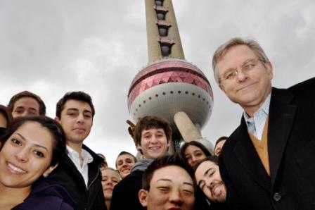 "Prof. Jeff Decker leads a JanTerm course on ""Business in China"""